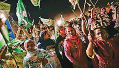 The Pakistani people raise their...