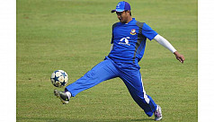 Shakib reclaims top spot