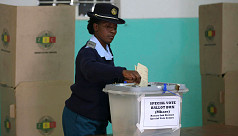 Zimbabwe police, soldiers cast early...
