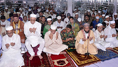 Hamid offers Eid prayers at National...