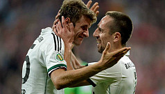 Holders Bayern cruise into Cup last...