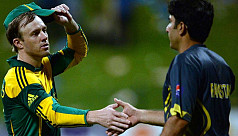 Clinical South Africa down Pakistan...