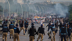 Pakistani protesters clash with police,...