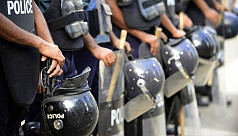 Five policemen injured in clash with...