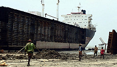 Accident at ship-breaking yards goes...
