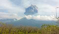 1,100 tourists evacuated as volcano...