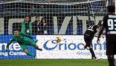 Late penalty sends Inter to third successive...