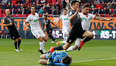 Two-goal Lewandowski gives Bayern repeat...
