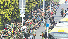 Soldiers protest army cuts outside Chinese...