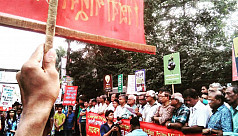 Police charge on Rampal protest march...