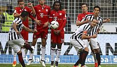 Bayern held at 10-man Frankfurt, Gladbach...