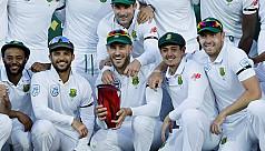 Du Plessis is Proteas' hero, Aussies'...