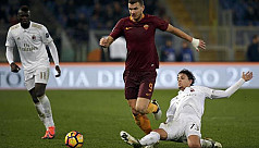 Roma edge Milan after Niang misses another...