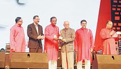 Robi honours Chittagong stalwarts