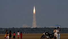 Indian scientists lose contact with satellite