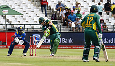 Du Plessis dazzles as South Africa go...
