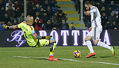 Juve extend Serie A lead, 9-man Milan...
