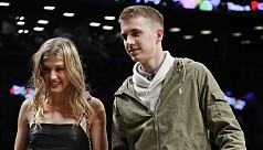 Bouchard pays off blind date bet at...