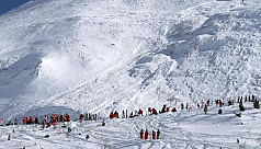French Alps avalanche engulfs 'many'...
