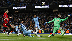 Fellaini sent off as United, City draw...