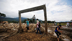 Rescuers, locals dig for Colombia flood...