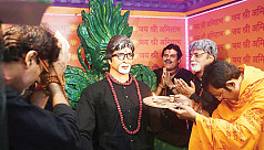 Fans unveil statue of Amitabh...