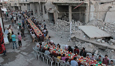 Photos of iftar amid war ruins in Syria...