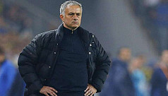 Mourinho slams United as they hand title...