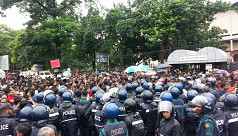 2 injured as police clash with DU-affiliated...