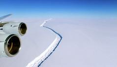 One-trillion-tonne iceberg breaks away...