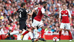 Lacazette gives Arsenal injury scare...