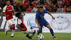 Pedro bloodied as Chelsea beat Arsenal...