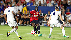 Lukaku praised on United debut as Red...