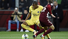 Mbappe strikes as PSG beat 10-man Metz...