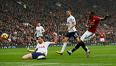 City surge on, United sink Spurs to...
