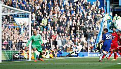 Chelsea withstand pressure to sink...