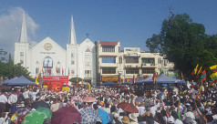 Big turnout at Myanmar pro-army rally...