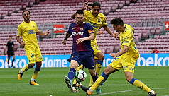 Messi inspires victory at empty Nou...