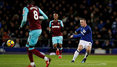 Rooney rolls back the years with halfway...