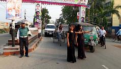 Hijras control traffic in Khulna