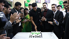 OPPO F5 hits country's mobile phone market with Taskin Ahmed
