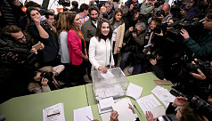 Catalans vote in bid to solve independence...