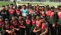 Bangladesh cricketers felicitate Razzak,...
