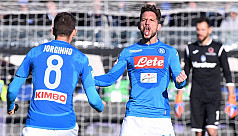 Mertens keeps Napoli top of Serie A,...
