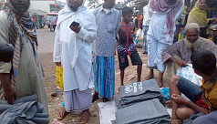 Rohingyas selling aid materials in local markets for extra cash