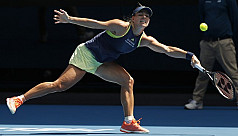 Kerber crushes Keys to reach Melbourne...