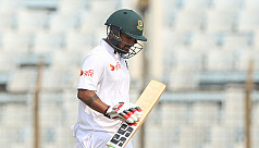 Moments: Dickwella drops crucial Mominul...