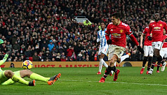 United take advantage as Man City held...