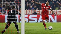 Mueller shines as Bayern thrash 10-man...