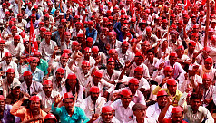 Thousands of Indian farmers protest...